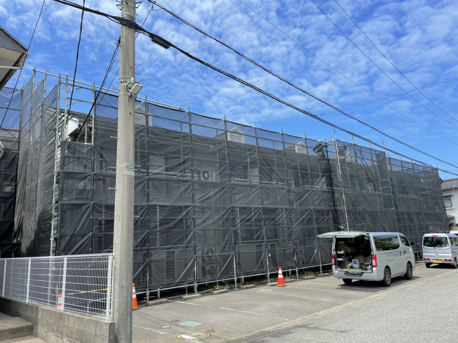 福井県坂井市 外壁改修工事・屋根塗装工事現場 足場工事
