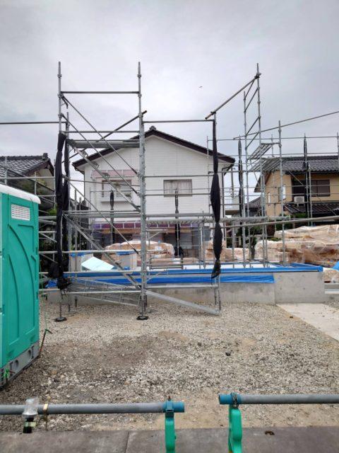 木造新築現場 先行足場組立工事 水洗式仮設トイレ設置工事