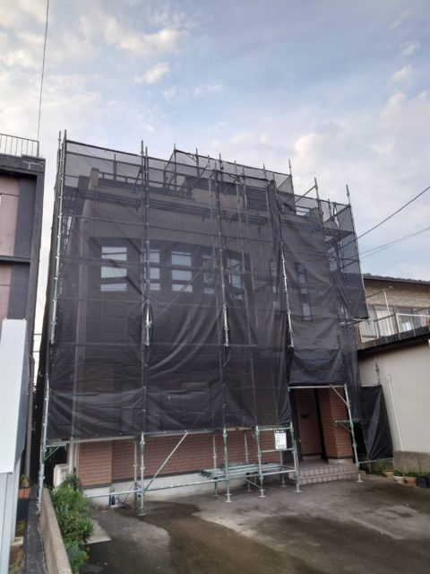 外壁改修現場. 足場工事(福井市)